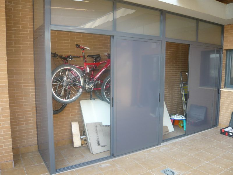Armarios exteriores carpinteria de aluminio instalum d m - Armarios de terraza ...