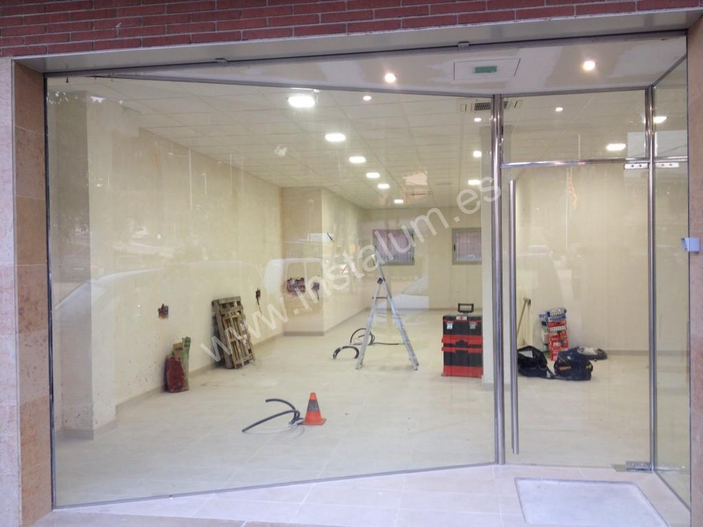 Escaparate y puerta vidrio local comercial. : Carpinteria de aluminio ...