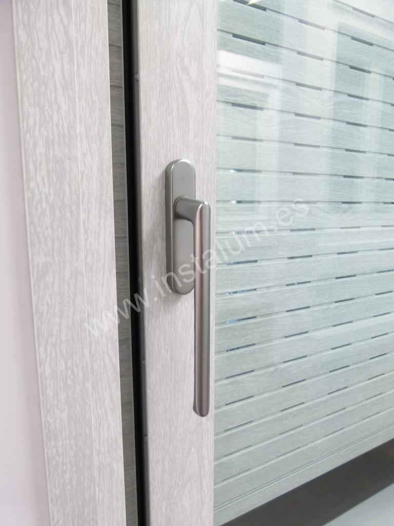 Pin aluminio fabricamos puertas de hierro y o correderas - Hierro y aluminio ...